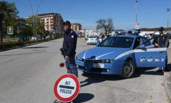 ADRANO: NON SI FERMANO ALL'ALT DELLA POLIZIA E FERISCONO AGENTI DENUNCIATI DUE GIOVANI