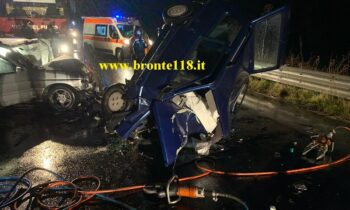BRONTE SS120: TRAGICO SCONTRO, DUE DECEDUTI