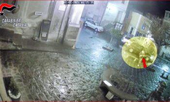 BRONTE: NON VENDE I PANINI FUORI ORARIO E SPARANO IN ARIA – IL VIDEO
